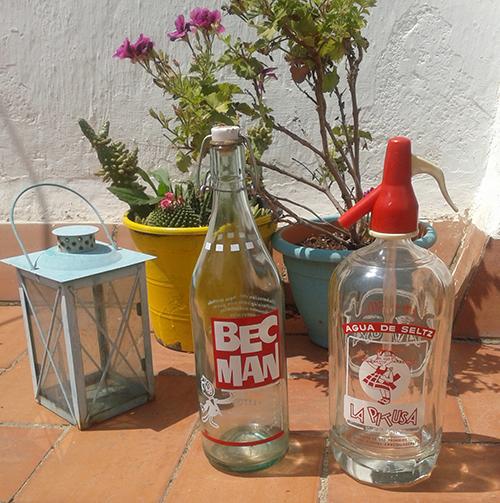 Botella de gaseosa antigua y barata marca Becman. Sifón antiguo y barato marca La Pitusa. Para comprar online o en Barcelona.